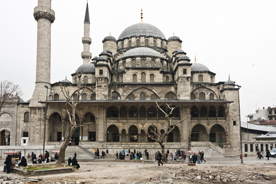 The New Mosque (Yeni Camii) at Eminönü, completed 1665.